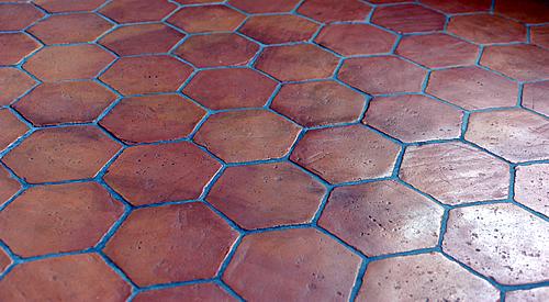 Sechseckige Terracotta Bodenfliesen Tomette Pierra